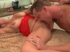 Cocksucking housewife with gorgeous large love muffins