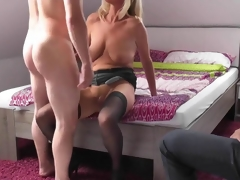 Comme +a mature wife cuckolds her economize