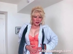Mature milf teasing with her hot body be transferred to viewers